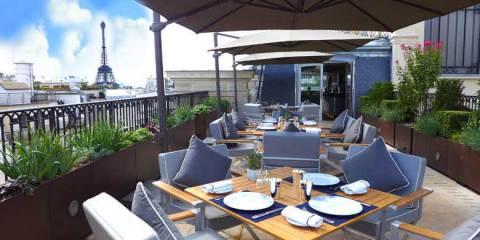La terrasse en hauteur de l'hôtel Peninsula